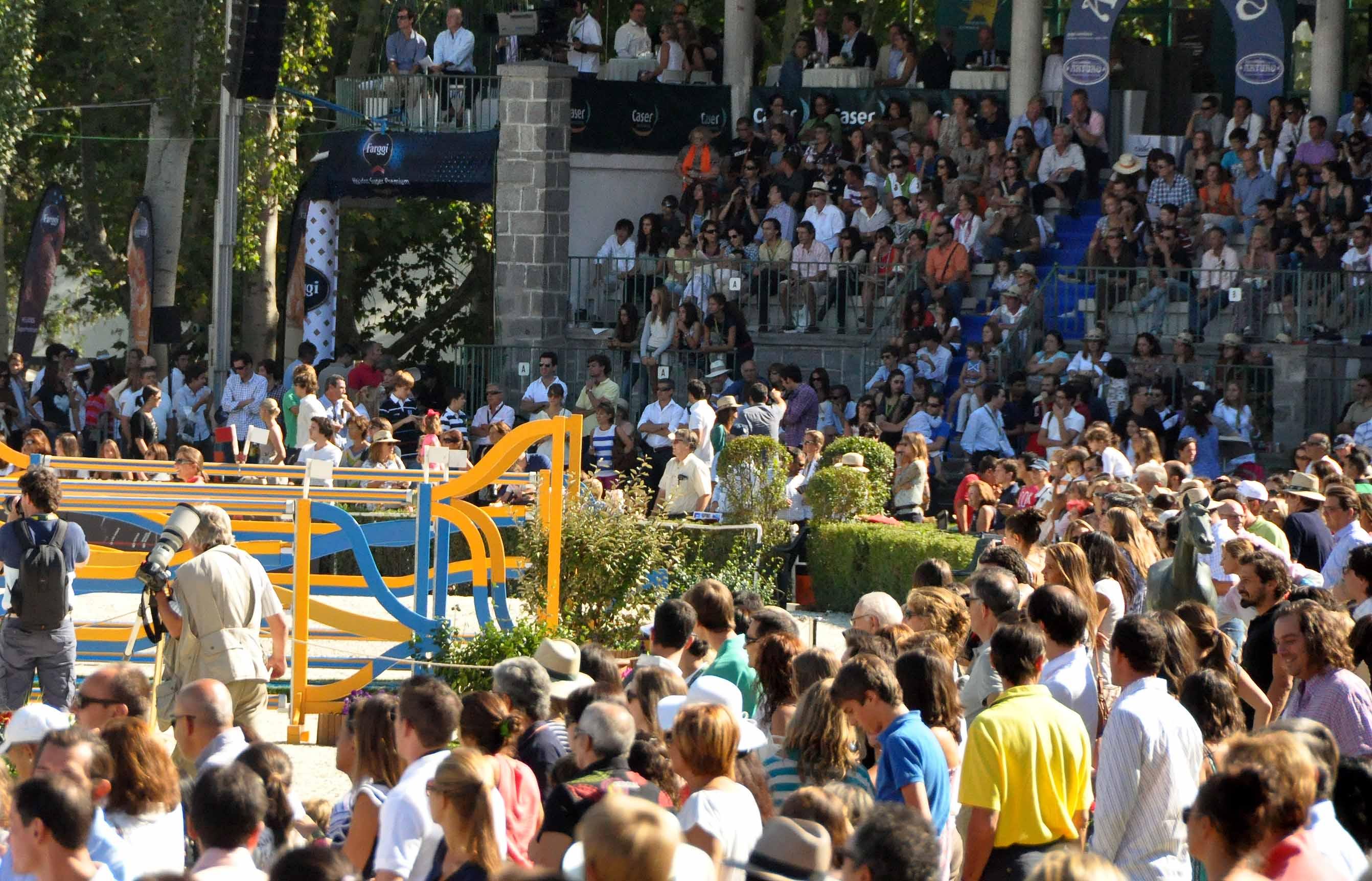 Público en el Campeonato de Euroa de salto 2011 en el Club de Campo Villa de Madrid