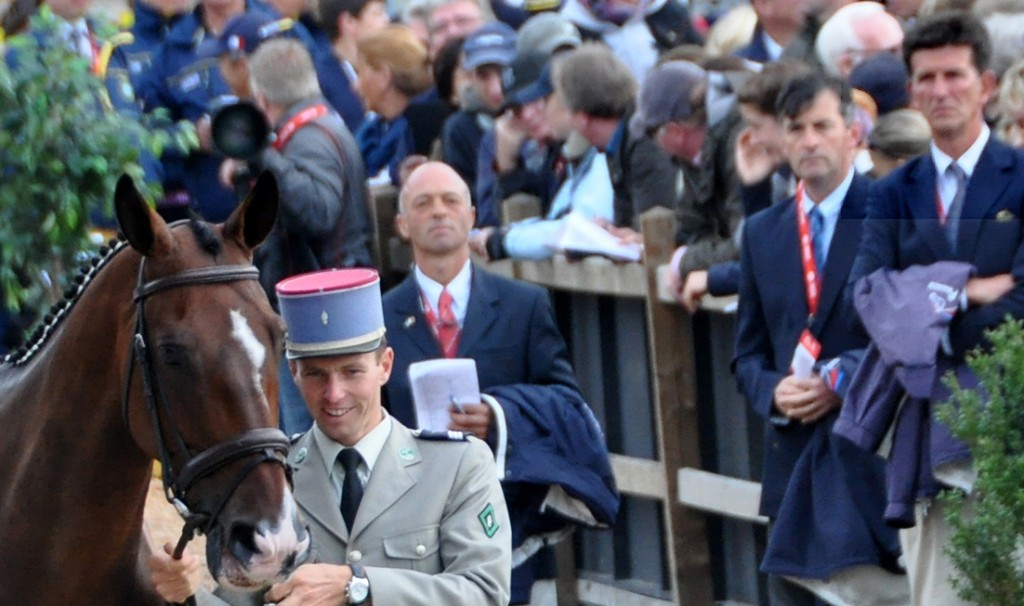 Segunda inspección veterinaria del Campeonato de Europa 2011 en que se  ve a la derecha al responsable de Francia Laurent Bousquet