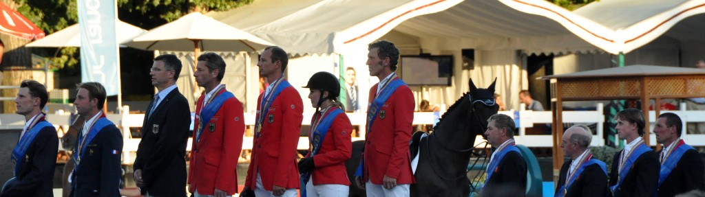 Podium equipos Cto. Europa 20011: K. Staut. O. Gullon, O, Becker, M. Kutscher, C. O. Nagel, L. Beebaum, N. Skelton, J. Whitajer, B. Maher y D. Williams