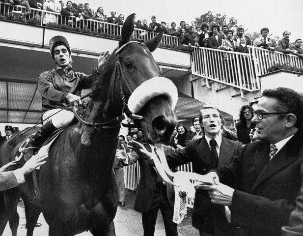 ALLEZ FRANCE  con Yves Saint Martin de Daniel Wikdenstein ganadora del Arco 1974
