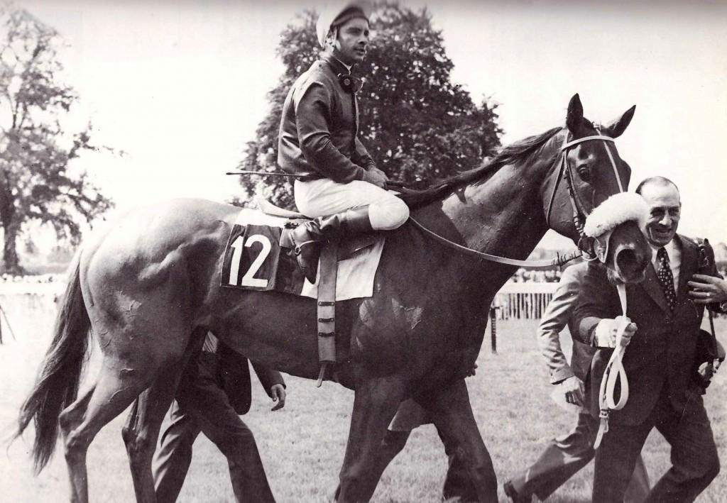 MADELIA montada por Y. Saint Martin con su entrenador A. Penna tras ganar el Dina en 1976