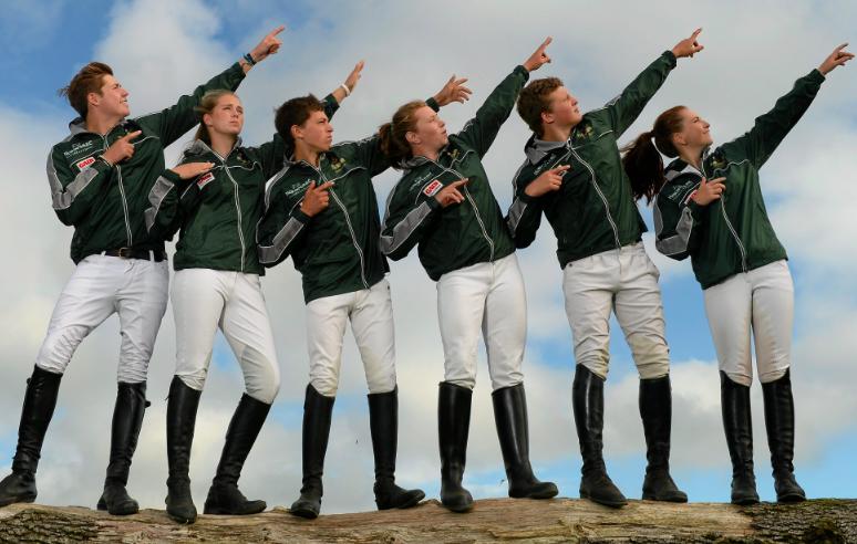 De izquierda a derecha los irlandeses Harold Megahey, Elizabeth Hayden, Cathal Daniels, María Byrne, Josh Pim y Susie Berry. Foto  de Horse Sport Ireland