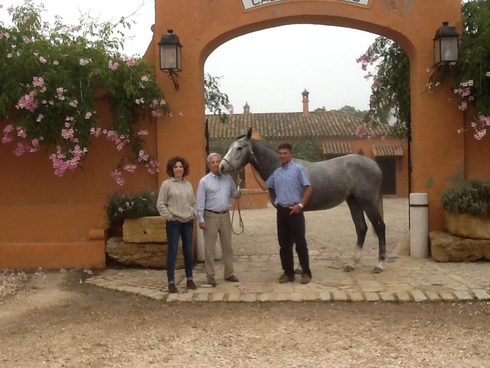 Ana y Ramón Beca con Andrew Nicholson