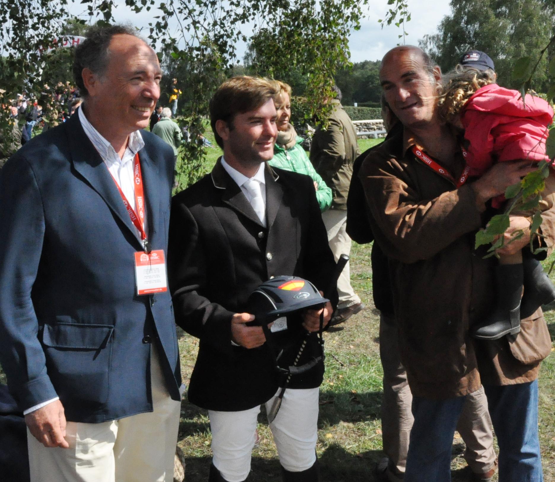 Antonio Campos Peña, propierario de JUNCO e HITO con Carlos Diaz su padre y su hija en el Campeonato de Europa 2011 en Luhmühlen