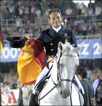 Rafael Soto con INVASOR. Foto de Yguada Alfaguara