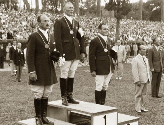 El podium individual del completo de los JJ.OO 1960: el australiano L. Morgan medalla de oro, el australiano N. Leavis medalla de  plata y el suizo A. Buhler medalla de bronce