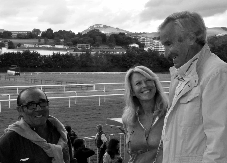 El Jefe de Equpo de España de completo y el diseñador para los JEM Pierre Michelet y enm medio su nmujer Sophie