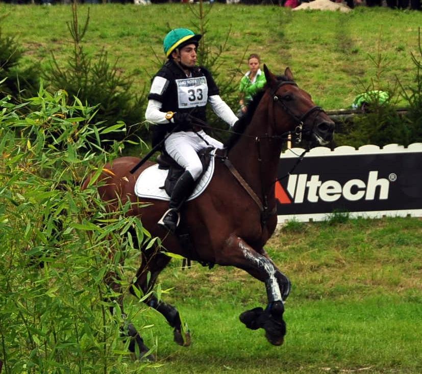 El brasileño Gabriel Figuereido Siva con GRASS VaALLEY el caballo que fue bronce pofr equiposen los JEM 2010 con Mark Todd