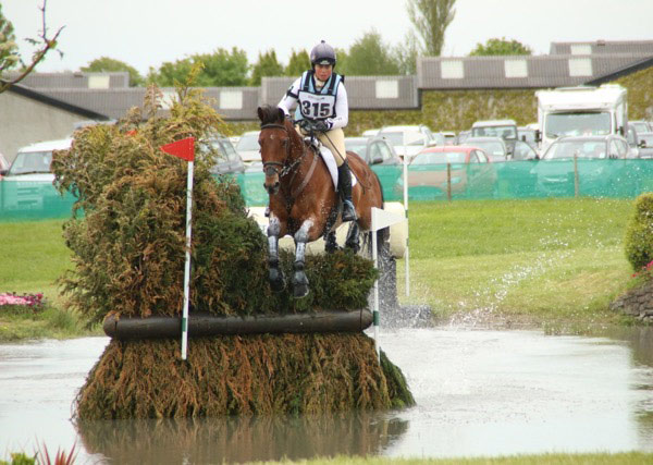 Kitty King con CEYLOR LAN. Foto de horsetalk.nz