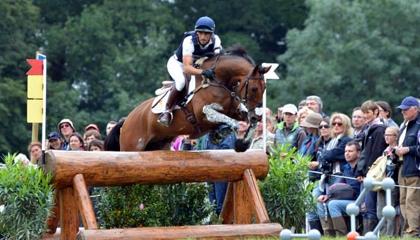 Albert Hemoso con el caballo de cría española HITO x. El conjunto es el de España que en la actualidad más ha competido en 4 estrellas
