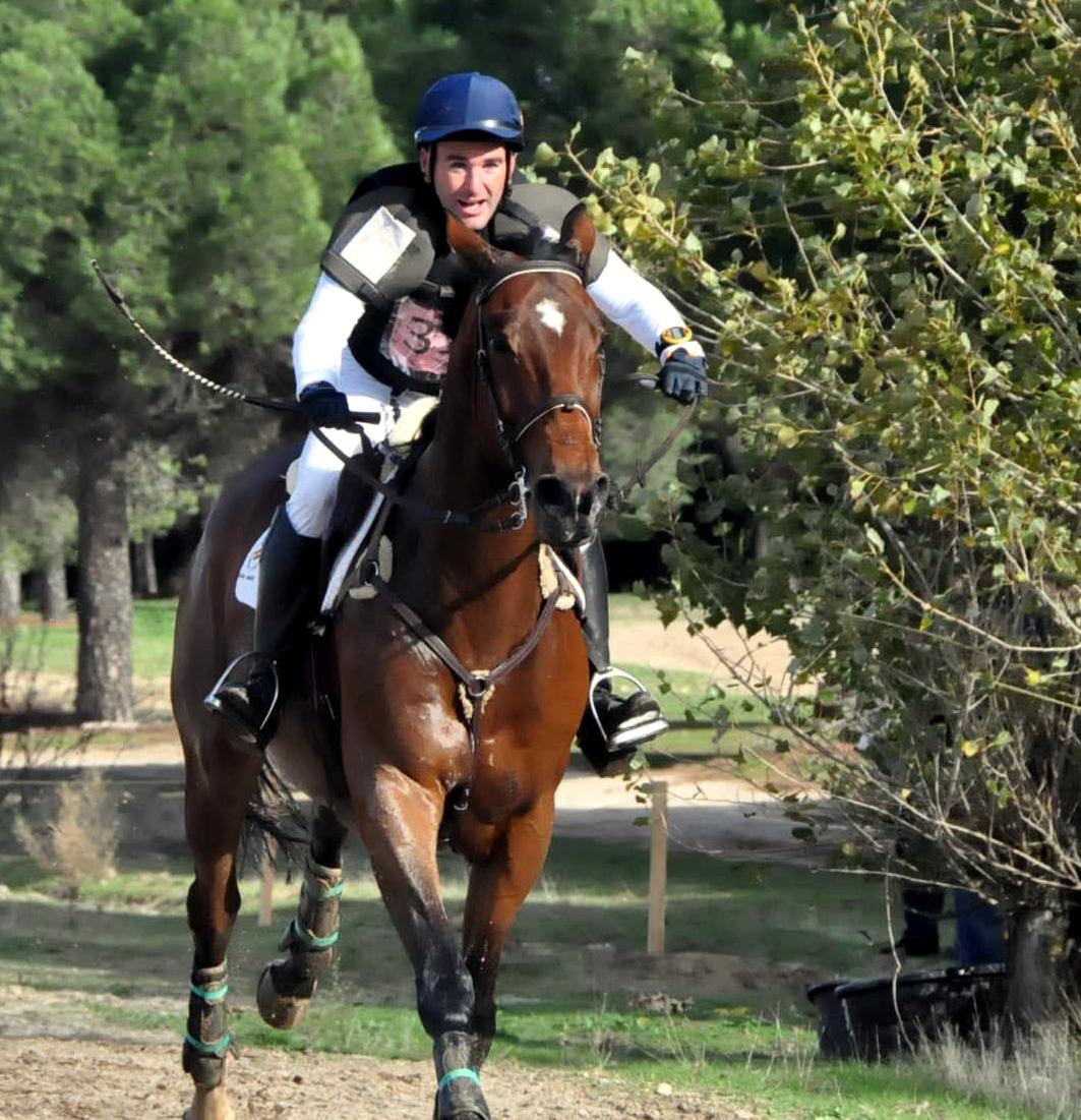 Carlos Díaz con JUNCO x en el Cto. de España en La Dehesa 2014 en que consihió el oro. También oro con el mismo caballo en los de 2015 y 2013. Asimismo el mejor conjunto españlol en el Cto. de Europa 2015